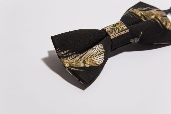 pajarita-negro-plumas